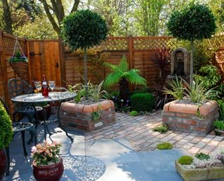 Small garden designs tips on how to design your own for Small backyard layout ideas